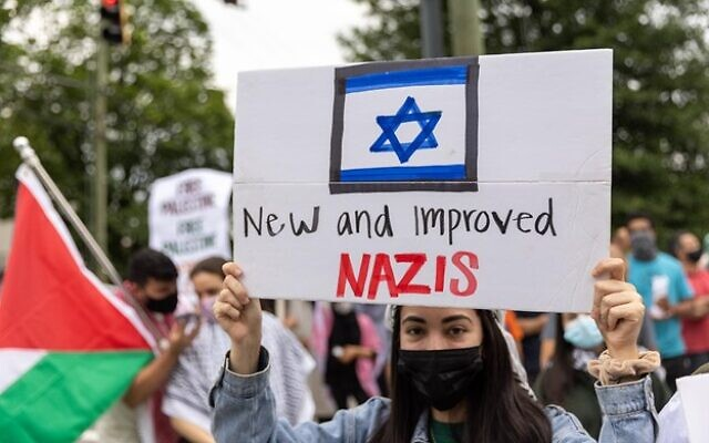 Supporters of Palestine protest holding signs comparing the Jewish state to the Nazis after recent violence between Israel and the Palestinian territories. // Nathan Posner for the AJT