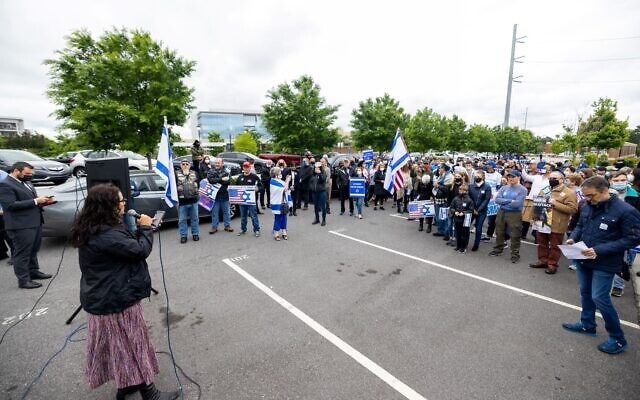 Photos by Nathan Posner for the AJT// Cheryl Dorchinsky speaks at the Sandy Springs rally in support of Israel.
