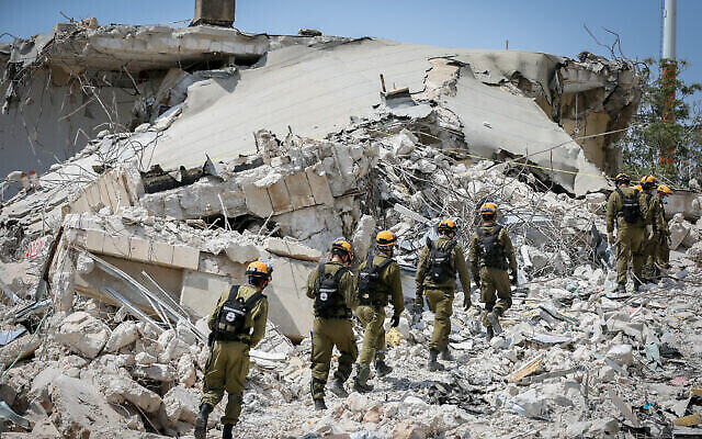 Illustrative: Israeli Home Front Command soldiers take part in a defense drill simulating a building collapse in the northern Israeli city of Tzfat, on September 7, 2020. (David Cohen/Flash90)