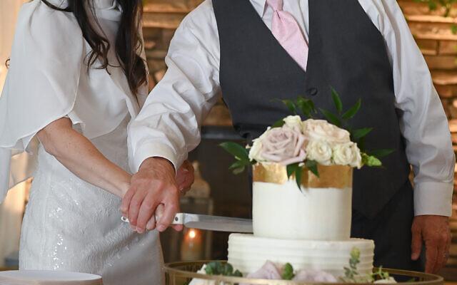 Beth Intro Photography //  The couple dug into the vanilla butter cream cake.