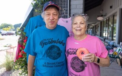Tom and Carol Carola have operated Bagelicious at the same location for 30 years. // Photo by Nathan Posner for the AJT.