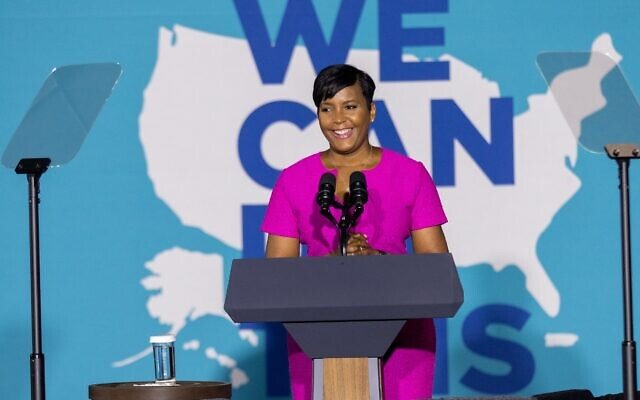 """Nathan Posner for the AJT// Atlanta Mayor Keisha Lance Bottoms speaks at a """"We Can Do This"""" vaccine tour event with Vice President Kamala Harris in Atlanta June 18."""