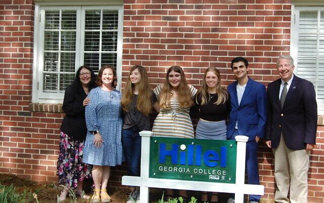 Karen Berman, Steve Dorman, Abbie Frankel and other Hillel members in front of the new Hillel house