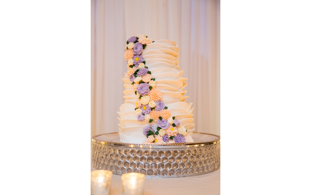 Wedding cake with buttercream flowers by Cakeology. (Credit: Life on Film Photography)