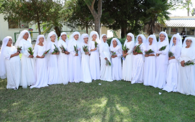 Seventeen Bnei Menashe brides all wore traditional Indian wedding gowns.
