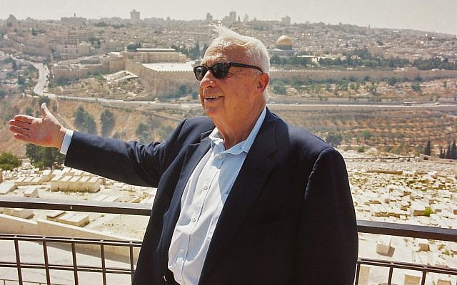 Ariel Sharon stands in front of the Temple Mount during his term as prime minister in July 2000 (file photo: Flash90)