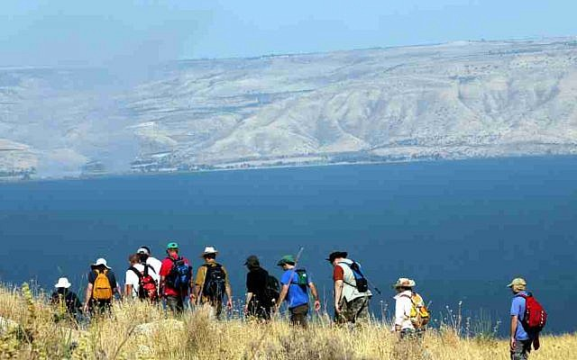 Hikers near the Sea of Galilee, Israel's largest freshwater lake (Yossi Zamir/Flash90)