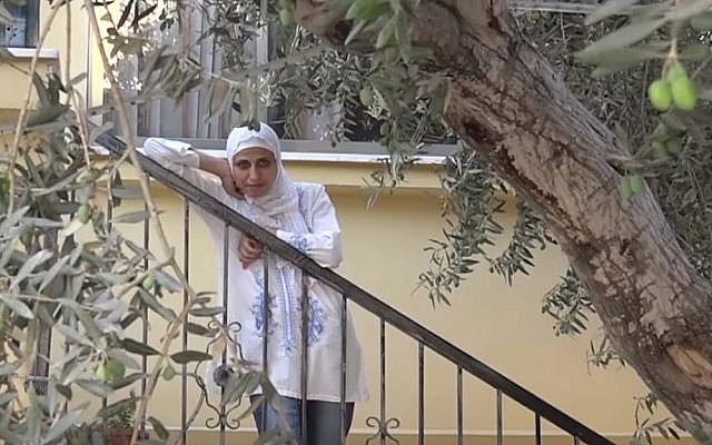 Palestinian poet Dareen Tatour, who is under house arrest. (Screen capture: YouTube)