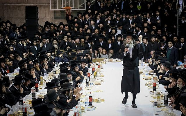 Rabbi Elimelech Biderman and thousands of ultra-Orthodox Jews celebrating in Meron, Northern Israel, December 1, 2017. (David Cohen/Flash90)