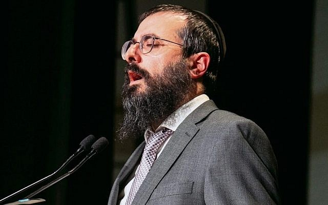 Central Synagogue chazan Rabbi Yehuda Niasoff at last week's Yom Hazikaron service. Photo: Nadine Saacks