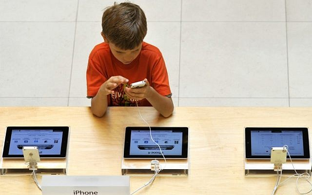 Illustrative picture of kids and technology. (photo credit Serge Attal/Flash90)