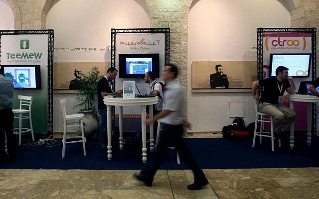 Start-ups at a high-tech show in Jerusalem (photo credit: Kobi Gideon/Flash90)