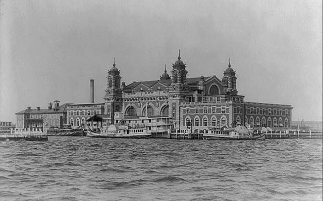 Ellis Island in 1905. (Wikimedia Commons)