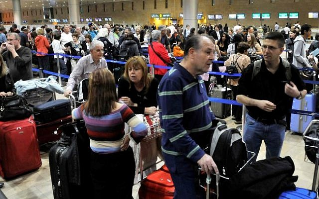 Crowds of travelers wait in line at the Ben Gurion International Airport before the Passover holiday in 2011 (photo credit: Yossi Zaliger/Flash90)