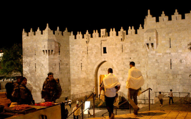 Religious Jews enter the Damascus Gate in Jerusalem on their way to the Western Wall on Yom Kippur. (Sliman Khader/Flash90)