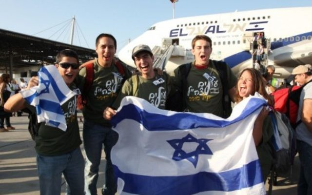 Illustrative. Young olim land in Israel in preparation for joining the army. (courtesy, Nefesh B'Nefesh)