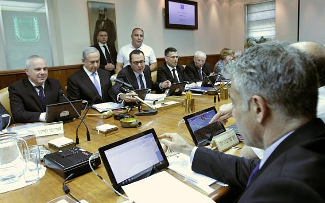 Ministers test drive their new tablet computers at the start of the weekly Cabinet meeting April 7 (photo credit: Alex Kolomoisky/Flash90)