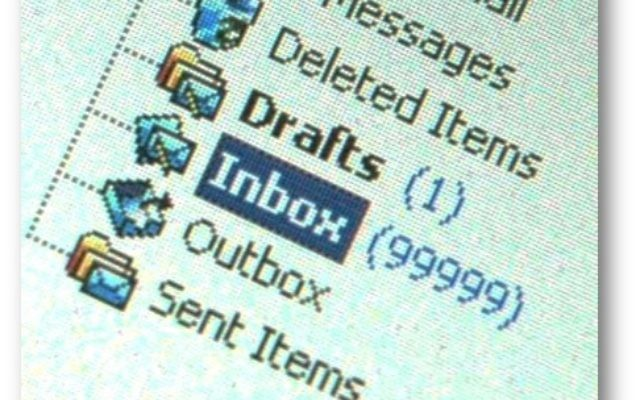 Dipping in and out and quickly scanning mail, not only disrupts work and concentration but still leaves hundreds, thousands, even tens-of-thousands of messages 'touched' then left for later and ultimately forgotten (photo credit: www.lifebuilding.nl)