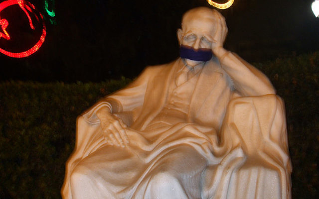 A clear statement about freedom of speech in Belarus: A statue of Kostis Palamas in Athens gagged. (Photo credit: Flickr, Konstantinos Koukopoulos CC-BY)