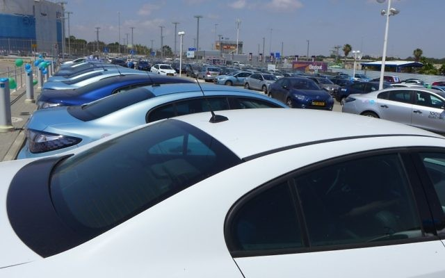 More than 150 Better Place customers gather before a convoy through Tel Aviv - Photo: Brian of London