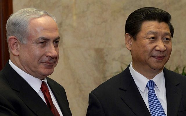 Chinese President Xi Jinping with Prime Minister Benjamin Netanyahu at Beijing's Great Hall of the People in May 2013. (Avi Ohayon/GPO/Flash90)