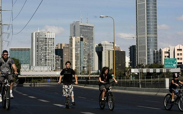 People ride their bicycles on the car-free Ayalon highway in Tel Aviv on Yom Kippur (Photo credit: Miriam Alster/Flash90)