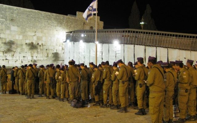 Illustrative. Israeli soldiers (Givati) praying at the Western Wall.