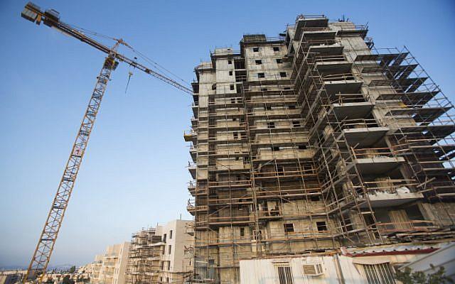 Illustrative photo of a Jerusalem construction site. (Yonatan Sindel/Flash90)