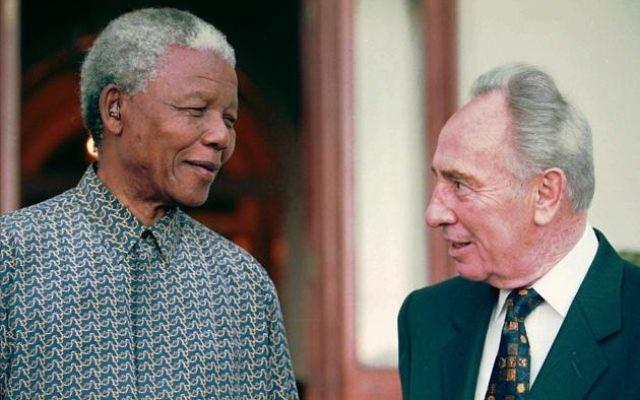 South African President Nelson Mandela, left, talks to former Israeli Prime Minister Shimon Peres, in front of President Mandela's official residence in Cape Town, Sunday, Oct. 20 1996. (AP PHOTO/Sasa Kralj)