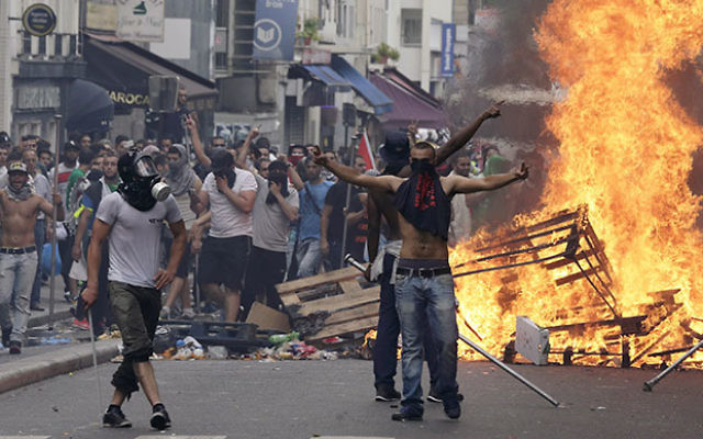 Violent Pro-Palestinian Protest in Paris, France - July 19th 2014 (Photo courtesy of: RT)
