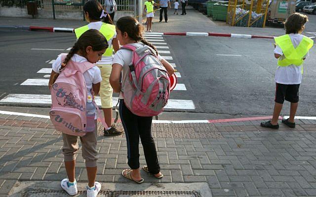 Illustrative: Schoolchildren waiting to cross a street. (Liron Almog/Flash90)