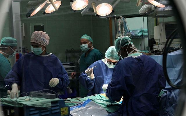 Doctors at the Wolfson Medical Center perform open heart surgery in Holon, Israel, September 12, 2011. (illustrative photo by Nati Shohat/Flash90)