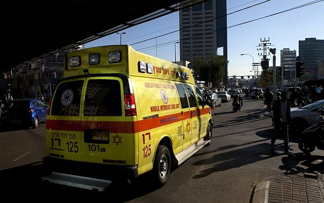 An ambulance drives at the scene where a Palestinian attacker stabbed people on the No. 40 bus and nearby street. Tel Aviv, January 21, 2015 (Photo: Flash90 / Amir Levy)
