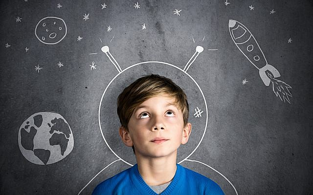 Israeli study finds daydreaming may actually enhance performance and prepare the mind for complex tasks (image via Shutterstock)