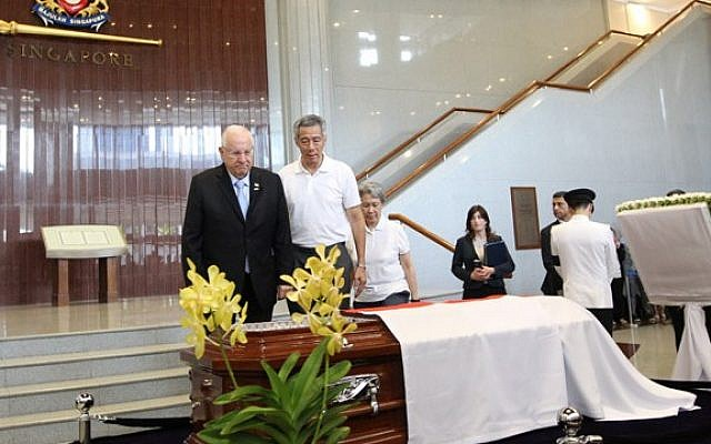 President Reuven Rivlin attends the funeral of Singapore's first prime minister, Lee Kuan Yew, accompanied by current Prime Minister Lee Hasien Loong. (photo credit: Courtesy Ministry of Communications and Information, Singapore)