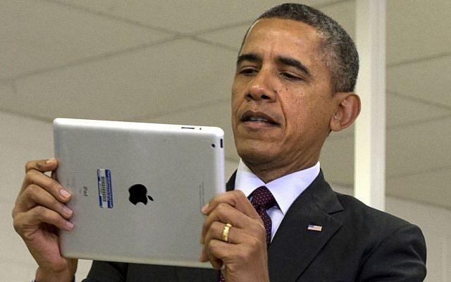 US President Barack Obama looks at an iPad on Tuesday, February 4, 2014 (AP Photo/Jacquelyn Martin, File)