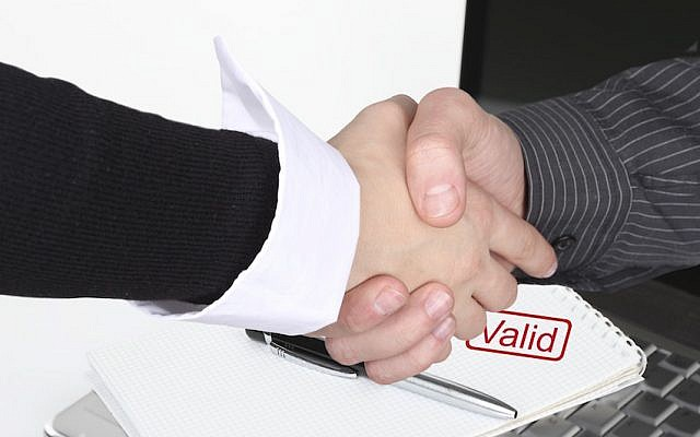 Wrapping up a deal (Pixabay)