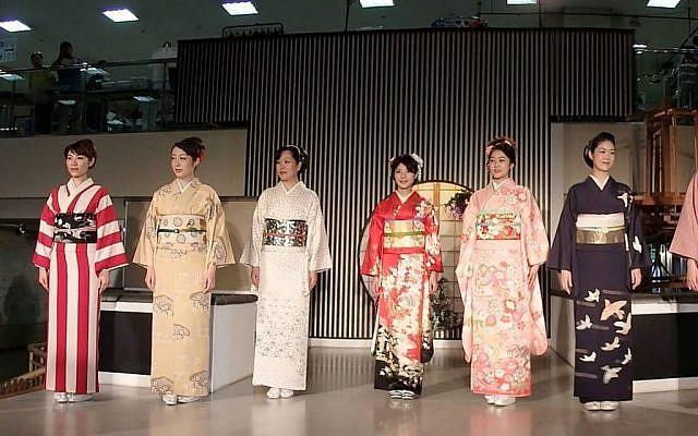 Kimono fashion show (Pixabay)