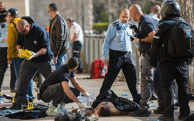 Israeli security personnel at the scene where two Palestinians carried out a stabbing attack near the Old City's Jaffa Gate in Jerusalem, December 23, 2015. (Yonatan Sindel/Flash90)