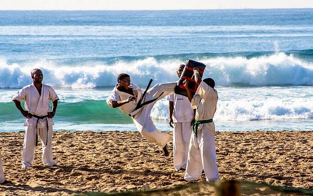 Karate at the beach (Pixabay)