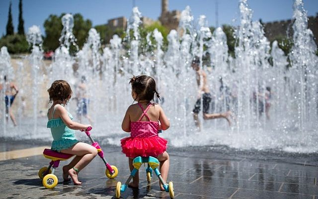 Children play in a water fountain near the Old City's Tower of David, Jerusalem, on April 17, 2016. (Corinna Kern/Flash90)