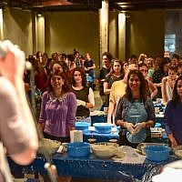 White City Shabbat's co director Deborah Danan welcomes 400 women to the Great Challah Bake of 2016 in Tel Aviv