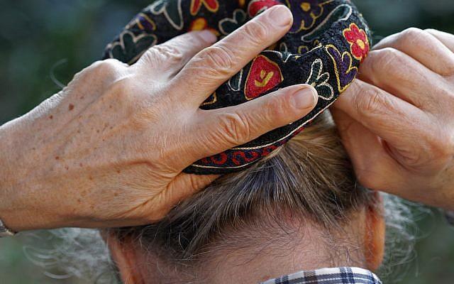 Putting on a yarmulka (Illustrative photo via iStock)