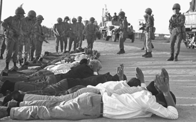 Israeli troops guard captured Egyptian troops and Palestinians at the start of the Six Day War, on June 5, 1967 in Rafah, Gaza Strip. [GALLO/ GETTY]