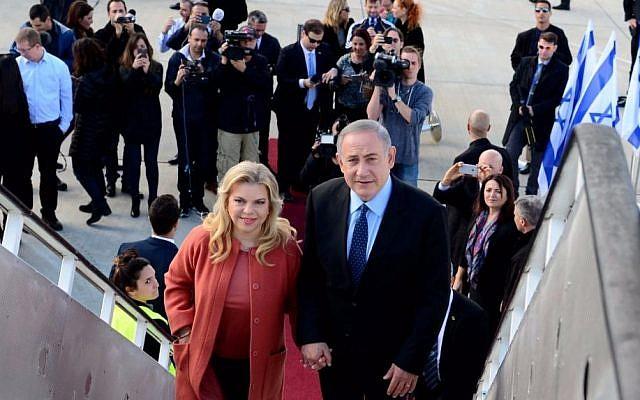 Benjamin Netanyahu, right, with his wife Sara Netanyahu, boarding a plane to the US, at Ben-Gurion Airport, on February 13, 2017. (Avi Ohayun/GPO)
