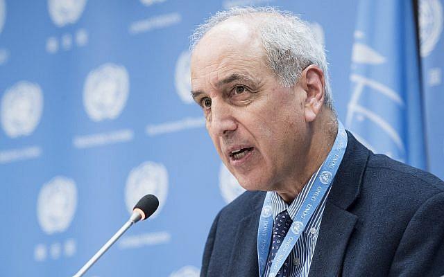 Michael Lynk briefs reporters at UN headquarters in New York on October 26, 2017. (Kim Haughton/UN)