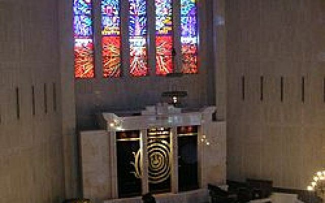 Stained glass windows in Jerusalem's Great Synagogue. (Wikipedia, Hebrew)