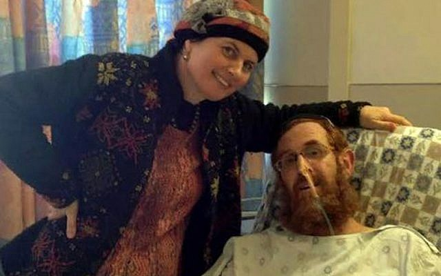 Yehuda Glick (R) and his wife pose for a picture at Shaare Zedek Medical Center in Jerusalem on November 13, 2014, (courtesy of the family via Flash90)