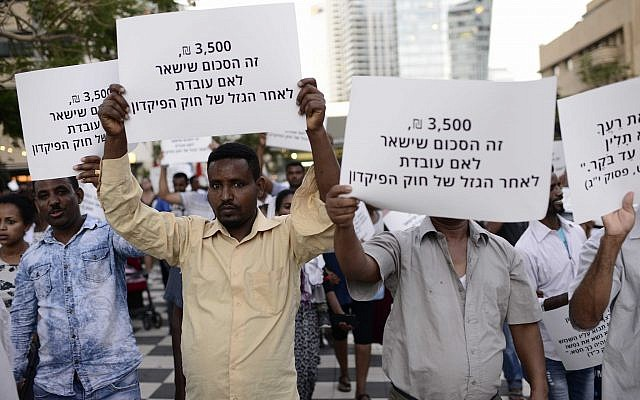 African migrants take part at a protest in Tel Aviv on June 10, 2017. (Tomer Neuberg/Flash90)