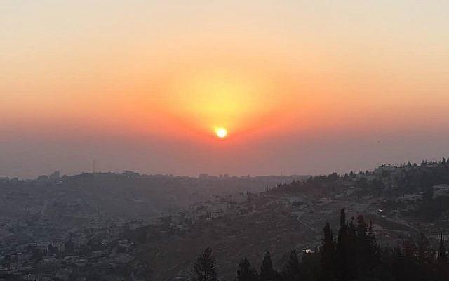 Sunrise at the Tayelet (Meir Charash)